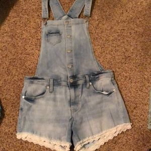 Light washed overalls with lace shorts
